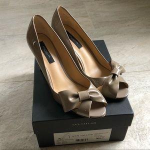 Anne Taylor Brooke Bow Tan Peep Toe Pumps Heels